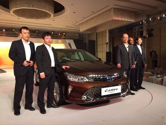 Toyota Camry Facelift 2015 Launched: Price in India starts at INR 28.80 lakh