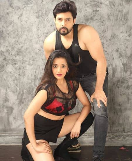 Bhojpuri actress Monalisa romantic photos with husband vikrant