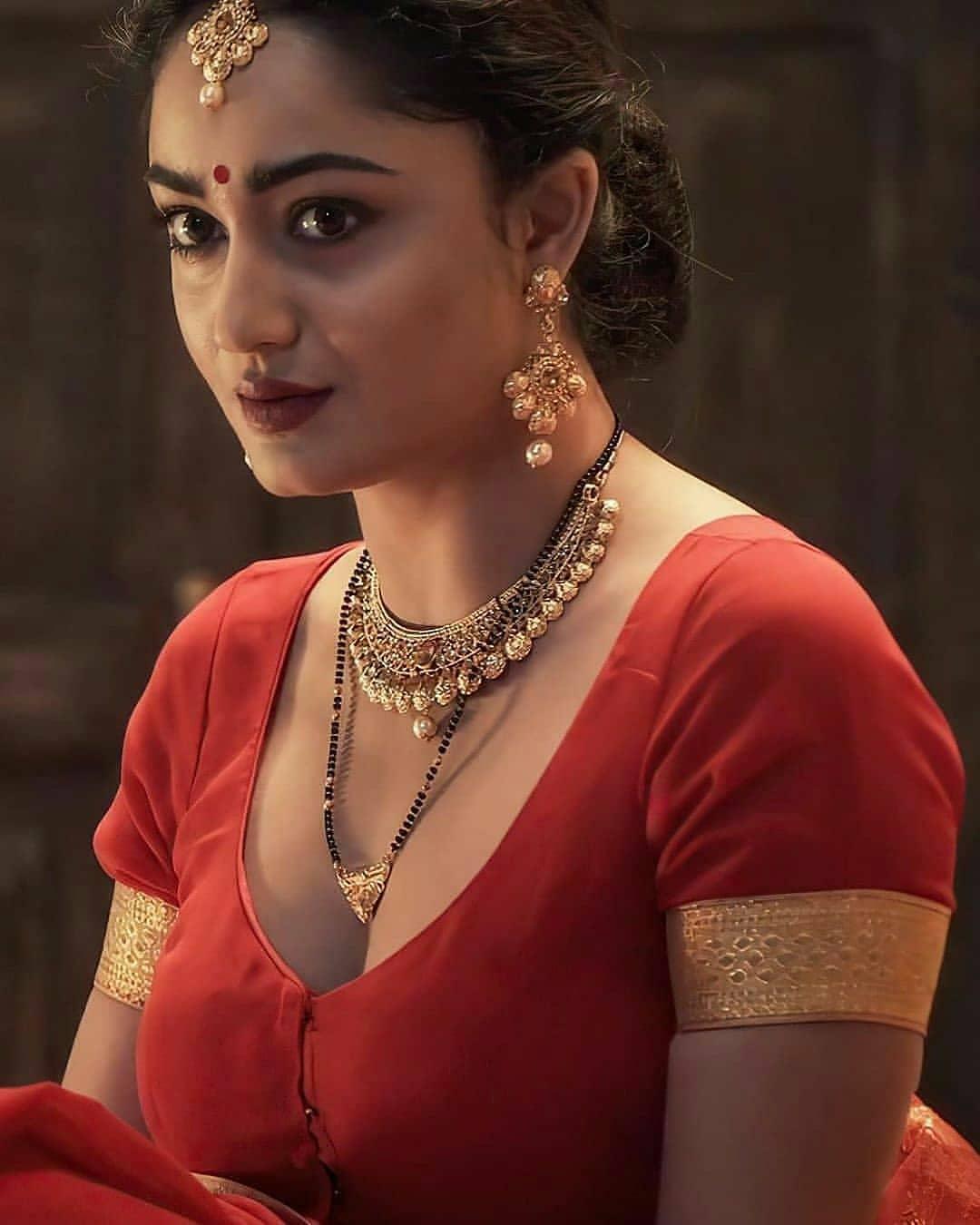 Tridha choudhury 19