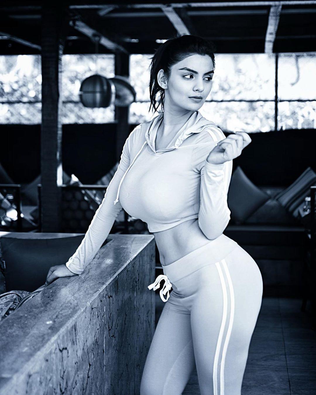 Gandii Baat Actress Anveshi Jain