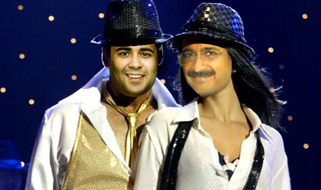 Aam Aadmi Party is the 'item girl of politics': Chetan Bhagat