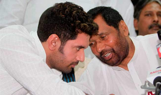 With Ties Under Strain, LJP Chief Ram Vilas Paswan, Son Chirag Meet Arun Jaitley to Discuss Seat Sharing Issue