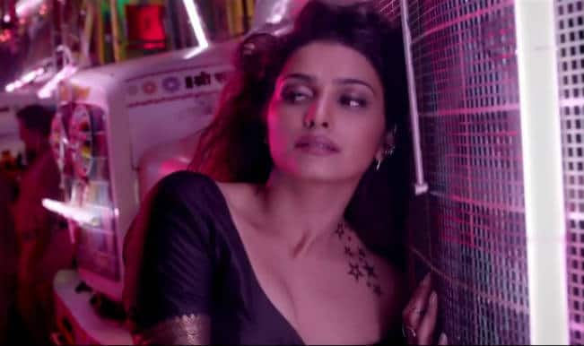 'Awari' Song from 'Ek Villain' has Prachi Desai in a sexy avatar!