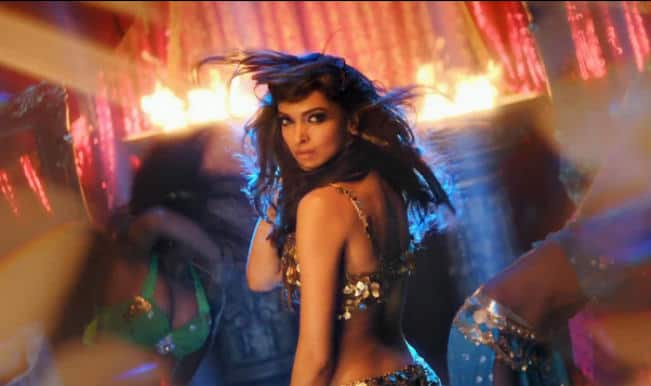 Deepika Padukone's sizzling and steamy moves in Happy New Year song 'Lovely' (Video)