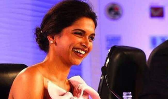 """Deepika Padukone in HT Summit 2014 on cleavage controversy says, """"Everyone is entitled to an opinion of their own!"""""""