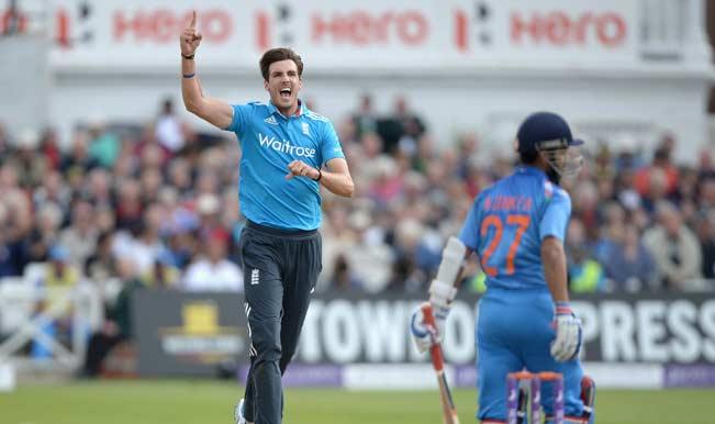 Steven-Finn-of-England-celebrates-dismissing-Ajinkya-Rahane-2