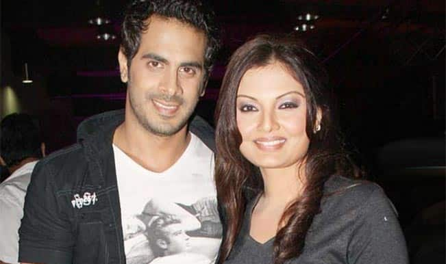 OMG! Bigg Boss 8 contestant Deepshikha Nagpal throws husband Kaishav Arora out of the house?