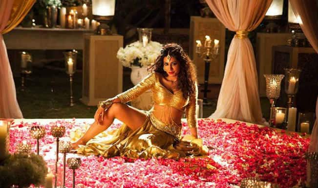 Chitrangada Singh goes hot and blingy for Kundi Mat Khadkao Raja song from Gabbar Is Back!