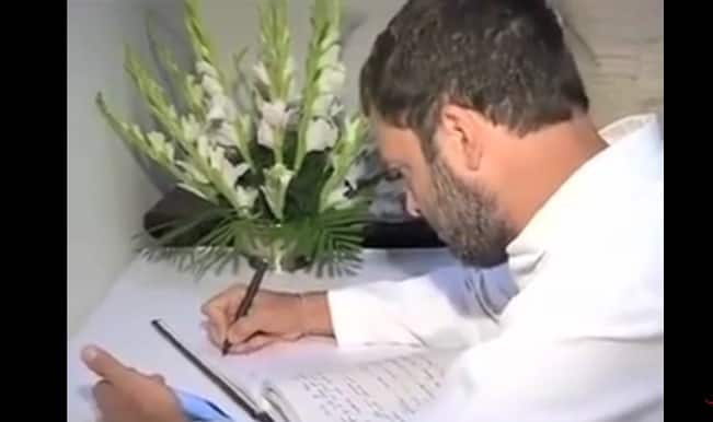 Caught on camera: Rahul Gandhi copies condolence note from mobile!