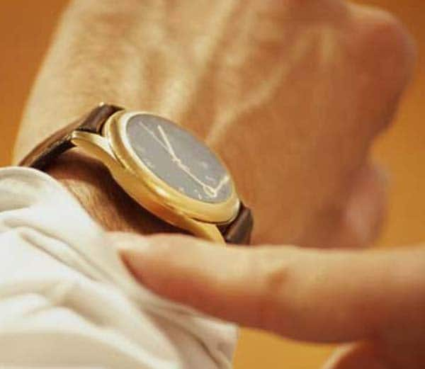 watch_in_hand1_1433763069