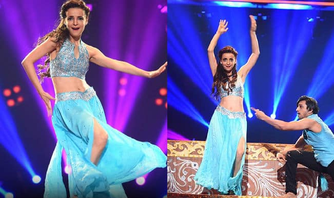 Sneak Peek: Jhalak Dikhhla Jaa Reloaded grand premiere: Sanaya Irani's sizzles on stage showing sexy belly moves