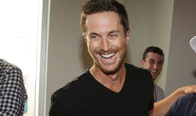 Oliver Hudson Speaking To Father India Com