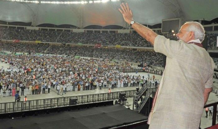 Narendra Modi addresses Indian diaspora at Dubai Cricet Stadium in UAE (Full Speech Video)