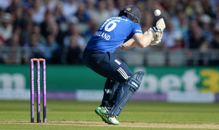 Watch Eoin Morgan hit on the head by a Mitchell Starc bouncer