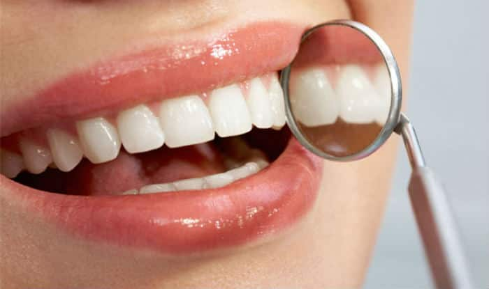 How to Take Care of Common Dental Problems While Travelling