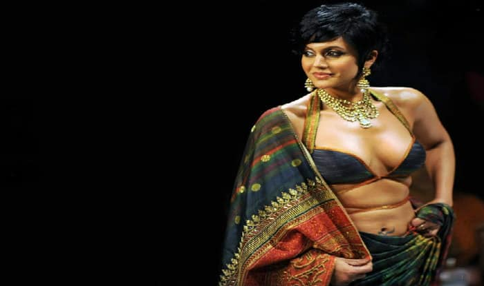 Spunky babe Mandira Bedi does dubsmash for Amazon (Watch Video)