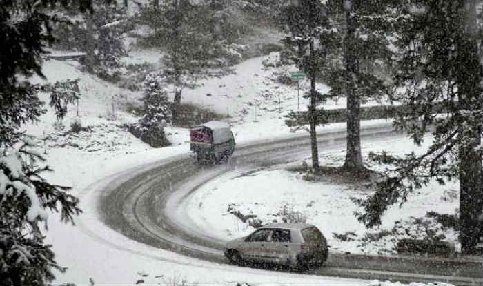 Jammu And Kashmir: Untimely Snowfall Throws Life Out of Gear in Valley, Affects Apple Cultivation