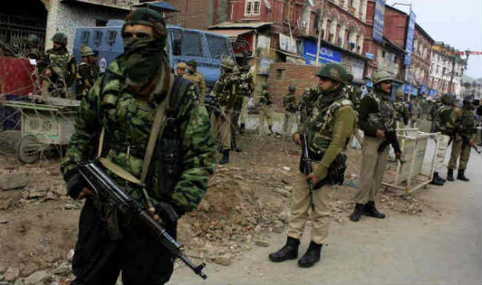 J&K: Suspected Terrorists Attack Joint Patrol Team of CRPF, Police in Srinagar; 6 Personnel Injured