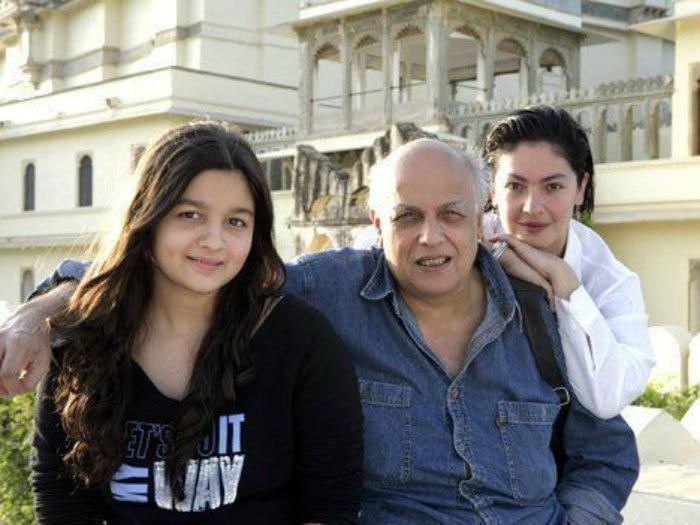 Mahesh-Bhatt-with-his-daughters-Alia-Bhatt-Pooja-Bhatt