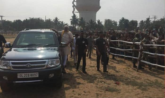 Narendra Modi woos supporters in Odisha, waves them standing on car's side foot step (Video)