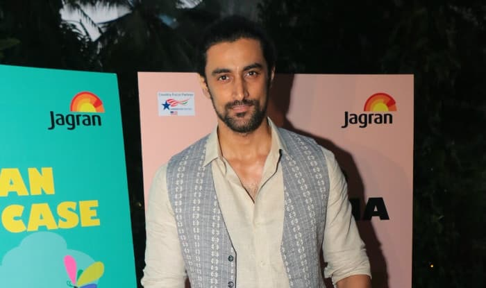 Kunal Kapoor sports man bun for next film