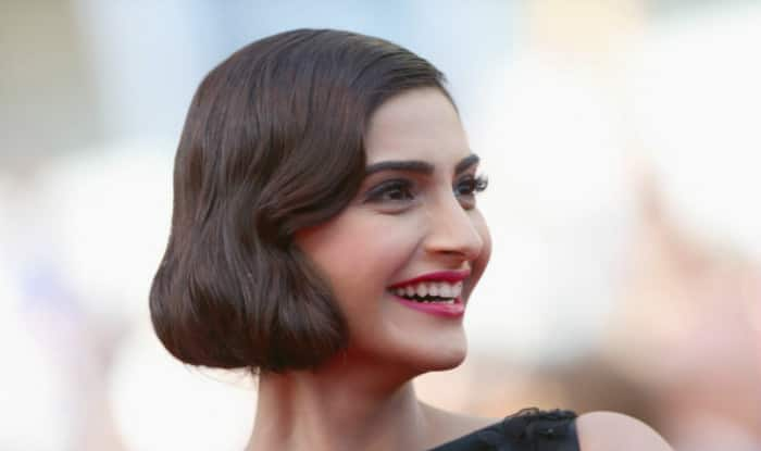 Sonam Kapoor dishes about fan moment with Waheeda Rehman