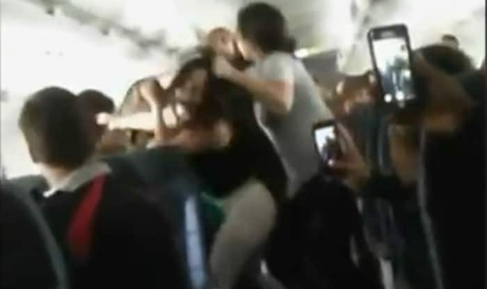 Women fight over loud Boombox music on Spirit Airlines (Video)