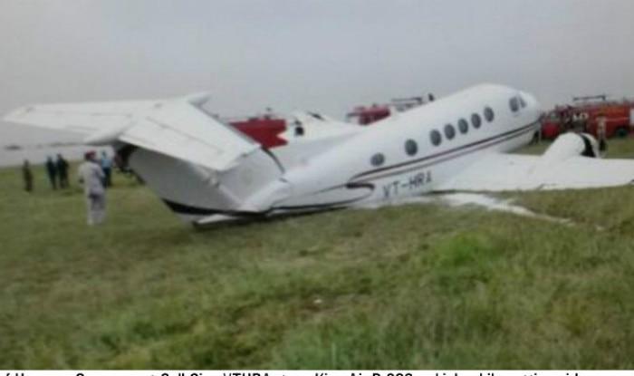 USA: Small plane crashes on California freeway