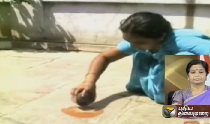 Hyderabad: Scorching heat helps woman fry omelet at verandah (Watch Video)