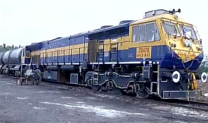 First train with 5 lakh litres of drinking water reaches Latur in Maharashtra