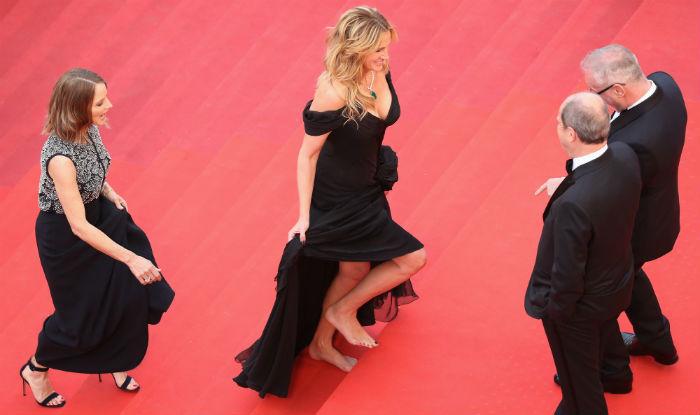 Cannes 2016: Julia Roberts walks barefoot at red carpet