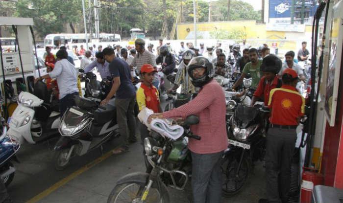 Karnataka: Motorists Will be Denied Petrol For Not Wearing Helmet in Kalaburagi