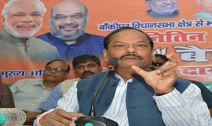 Jharkhand CM Raghubar Das offers financial aid to victims of Maoist attacks