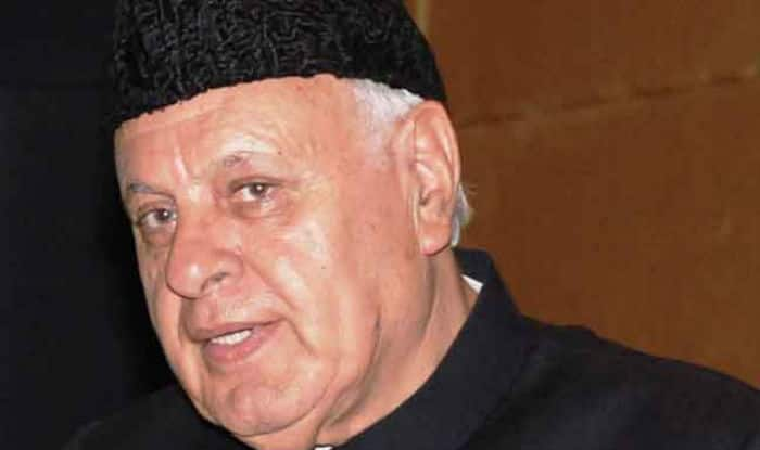 Farooq Abdullah Heckled Before Eid Namaz in Srinagar For Chanting 'Bharat Mata ki Jai' in Delhi