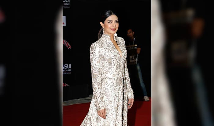 Priyanka Chopra brings her high fashion game to the desi red carpet at Stardust Awards 2016