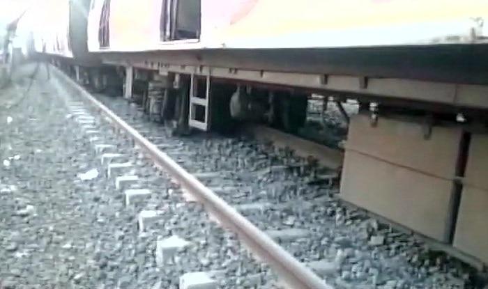 Mumbai: Kurla-Ambernath local train derails near Vithalwadi, services on Kalyan-Karjat suspended