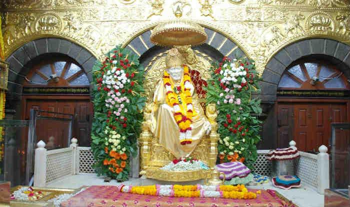 Italian woman donates Rs 28 lakh gold crown to Saibaba