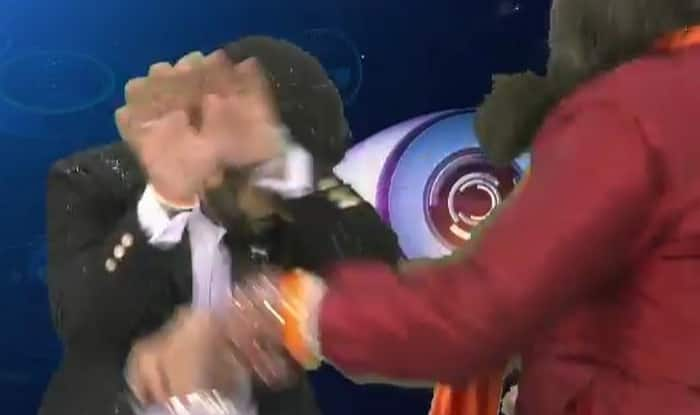 WTF! Bigg Boss 10's notorious Swami Om splashes water on news anchor on air! (Watch video)