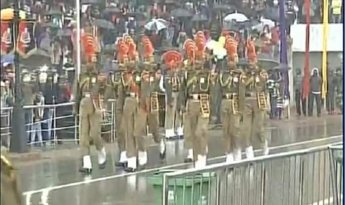 Beating the Retreat Ceremony at Wagah border draws huge crowd
