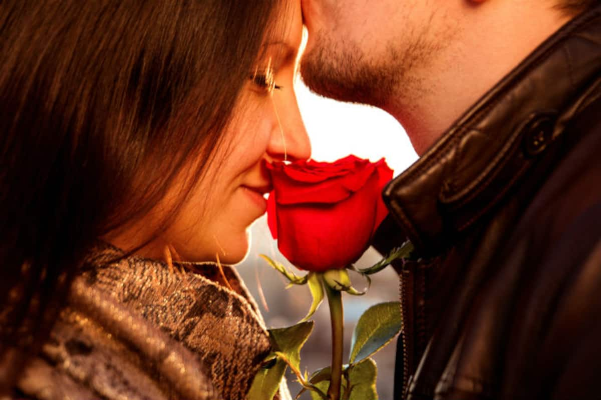 What Does It Mean When A Guy Kisses You On The Forehead These 5 Things Will Tell You India Com