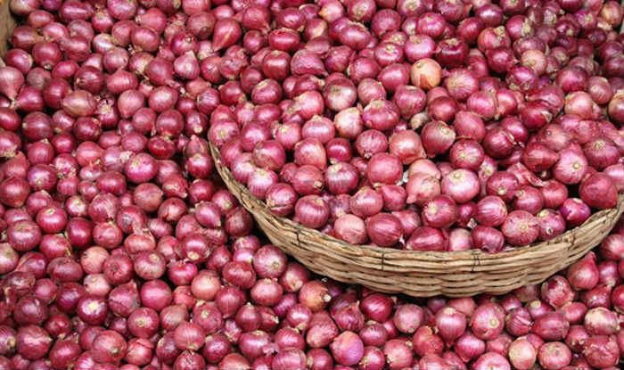 Maharashtra Farmer Sends Paltry Return of Rs 6 on 2,657 Kg Onions to CM Fadnavis; Protests Against Crashing Onion Price