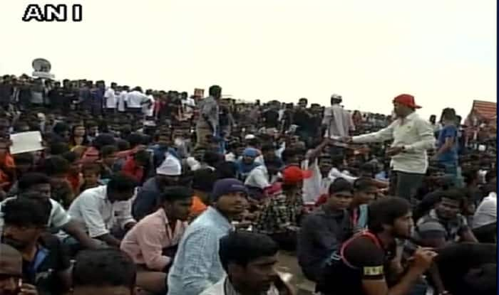 Jallikattu row LIVE updates: Protests continue to grow massive; CM, Centre make efforts to find a solution