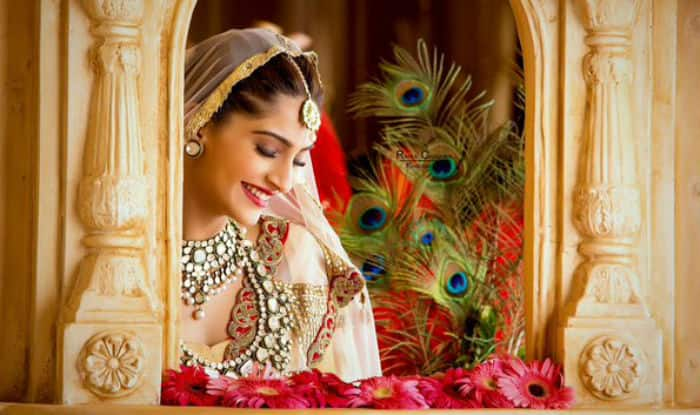 492dc558a62f23 Let's take some inspiration from Sonam Kapoor to glam up ethnic wear in  style
