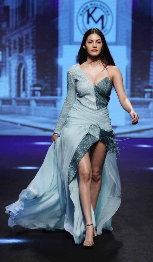 Showstopper Amyra Dastur for Karn Malhotra at LFW SR 17 (2)
