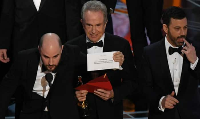 Oscars 2017 Mix up: Not La La Land but Moonlight wins Best Picture, Warren Beatty and Faye Dunaway pull a Steve Harvey at the Academy Awards