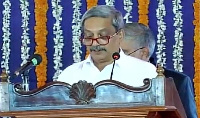 Manohar Parrikar takes oath as Goa Chief Minister, includes 2 MLAs each of MGP, GFP in his cabinet: 10 points