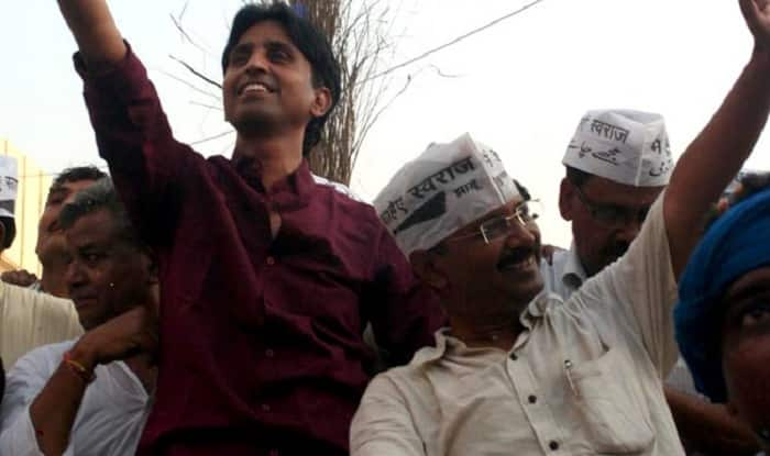 In Midst of Kejriwal, Dikshit Twitter Spat Over 'Health Rumours', Kumar Vishwas Adds Some Salt