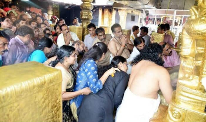 Sabarimala Row: no Consensus on Filing Review Petition, Devotees Force Women Pilgrims to go Back