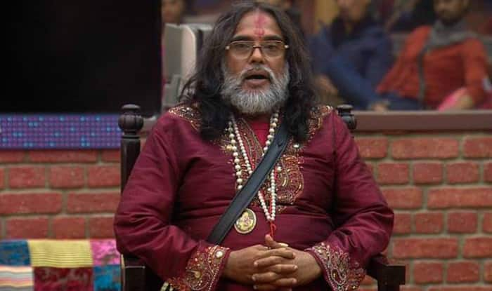 Swami Om gets beaten by public, former Bigg Boss 10 contestant runs away with wig in hand (Watch video)