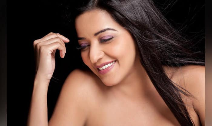 Bhojpuri Hottie Monalisa Turns Up The Heat in a White Bathrobe, Check Pic